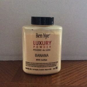 Ben Nye luxury banana powder 3 oz